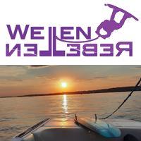 WELLENREBELLEN® – Wakeboarden am Boot in Berlin